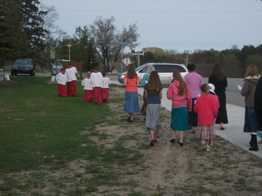 Girls choir behind the servers